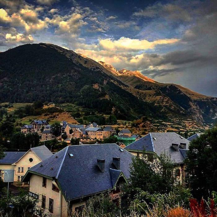 Casa Biescas, una casa en un pueblo rural en Los Pirineos