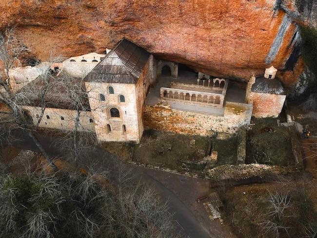San Juan de la Peña, un monasterio singular