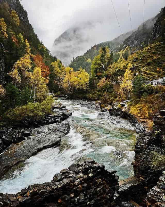 senderismo Pirineos y Casa Biescas
